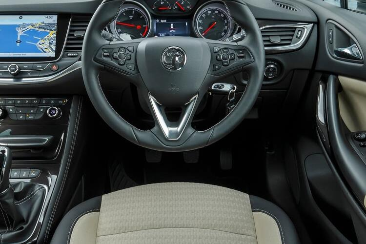 Vauxhall Astra Sports Tourer 1.2 Turbo 110PS SE 5Dr Manual [Start Stop] inside view